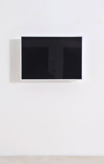 Regine Schumann, colormirror black white bonn, Unique Piece Edition 1/3, 2018, fluorescent acrylic glass, 47 x 66 x 17 cm, Photo: Eberhard Weible.