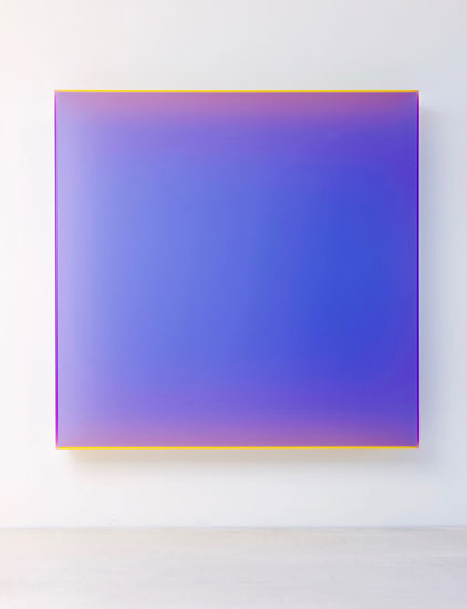 Regine Schumann, color satin violet cologne, 2017, acrylic glass, fluorescent, 170 x 170 x 20 cm, Photo: Eberhard Weible.