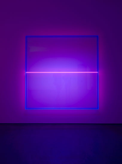 Regine Schumann, color rainbow blue pink bonn, 2019, fluorescent acrylic glass, 200 x 200 x 10 cm, Photo: Eberhard Weible.