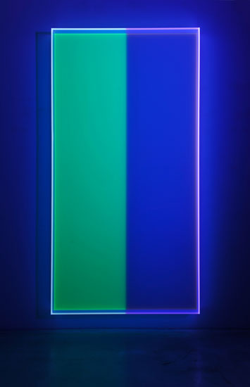Regine Schumann, colormirror yellow green bonn, 2018, fluorescent acrylic glass, 215 x 110 x 10 cm, Photo: Eberhard Weible.