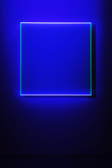 Regine Schumann, colormirror satin türkis Madrid, 2018, acrylic glass, fluorescent, 98 x 95 x 12 cm, Photo: Eberhard Weible.
