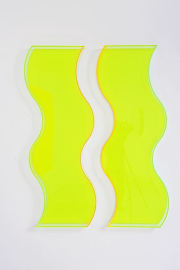 Regine Schumann, swings A, 2-tlg., 2012, acrylic glass, fluorescent, persistent, 170 x 118 x 10 cm, Photo: Eberhard Weible.