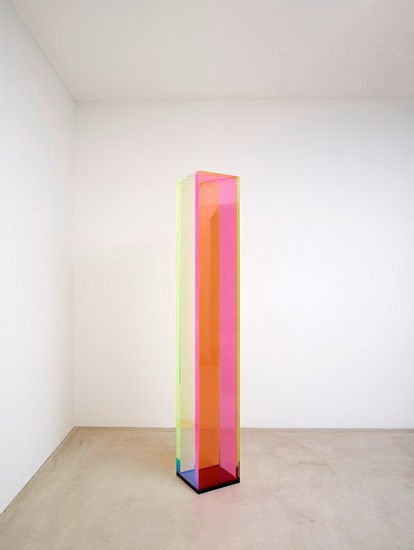 Regine Schumann, color satin red cologne, 2017, acrylic glass, fluorescent, 194 x 30 x 30.