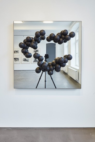 (EN) Birgitta Weimer, Hyperobject Studies, 2018, Coated Plastic, mirror, 120 x 120 x 40 cm, Photo: Oliver Schuh.