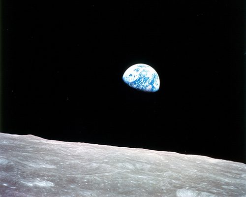 '0,0064 MEGAPIXEL - PLANET EARTH IS BLUE AND THERE IS NOTHING I CAN'T DO'